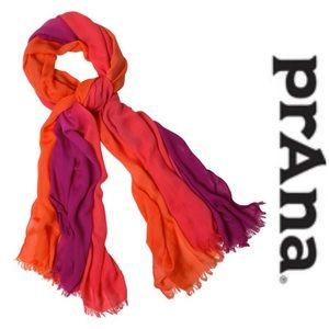 praNa ombré scarf